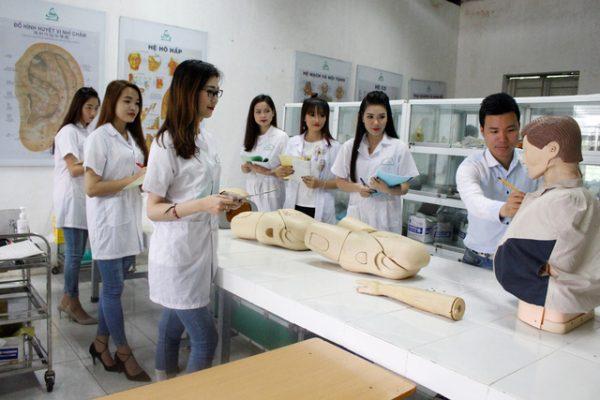 ky-nang-can-co-cua-mot-sinh-vien-duoc-1